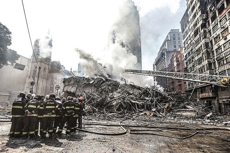 """""""O fogo que destrói é o mesmo que purifica o terreno, limpando a área para a especulação imobiliária"""""""