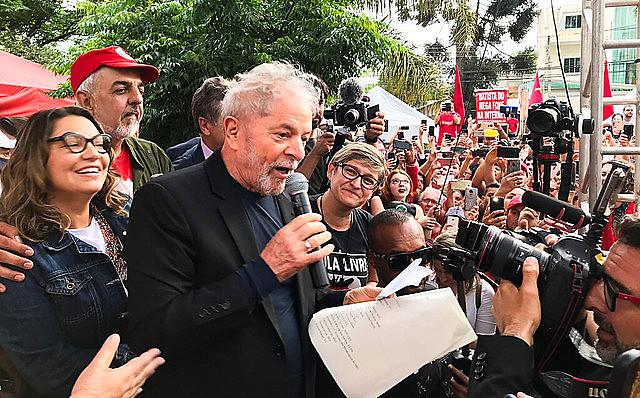 El ex presidente fue liberado en Curitiba y discursó para integrantes de la Vigilia que lo cuidó durante 580 días