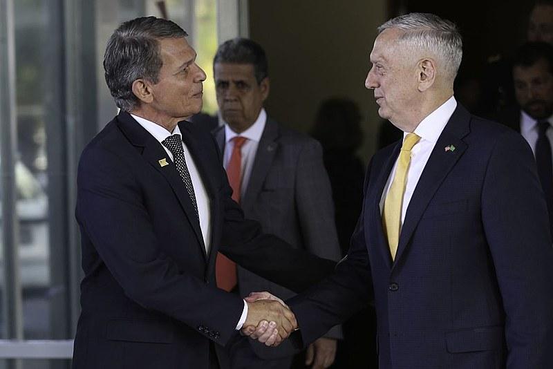 James Mattis com o ministro da Defesa, Joaquim Silva e Luna. Roteiro do secretário de defesa inclui a Argentina, Chile e Colômbia