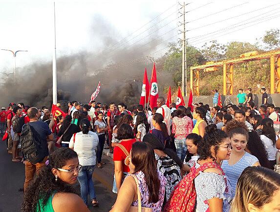 Manifestação contra reforma da previdência em São Luís MA. Trabalhadores do campo e cidade interditam ponte do Bacanga em São Luís