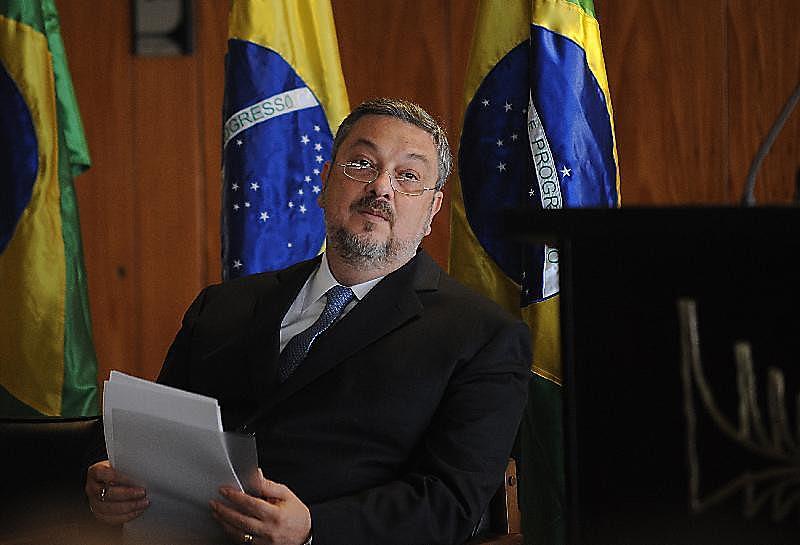 Ex-ministro Antônio Palocci, preso ilegalmente há quase um ano e condenado a 12 anos de prisão