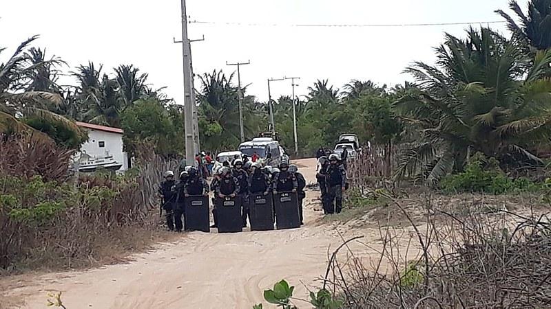 Batalhão da tropa de choque da PM para cumprimento da decisão judicial de reintegração de posse na comunidade de Apiques.