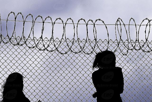 O encarceramento feminino apresenta alta de 2006
