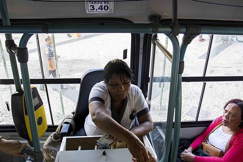 Empresas de ônibus operam com jornada de trabalho de até 12 horas por dia