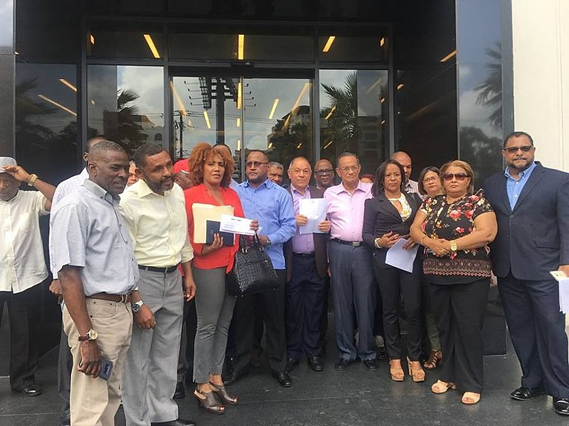 Confederações sindicais dominicanas entregaram na Embaixada brasileira em Santo Domingo uma petição em defesa de Lula