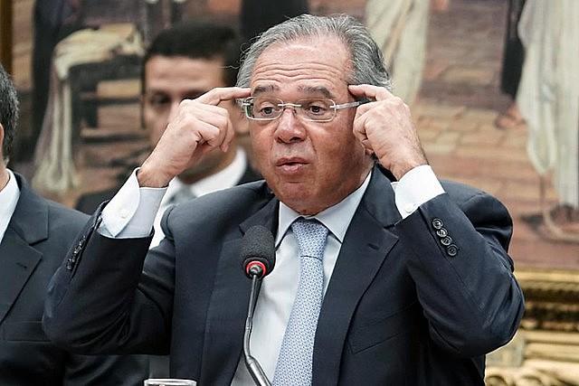 Câmara aprovou título para Paulo Guedes com maioria simples