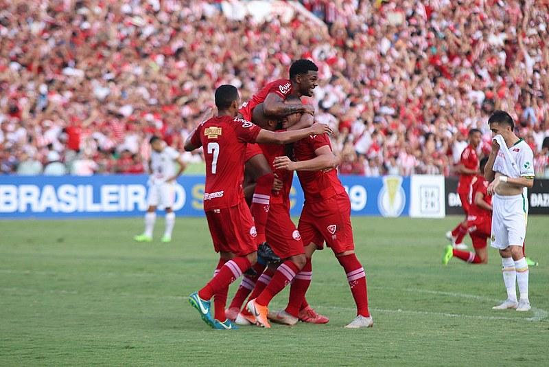 O fato é que o Náutico, com méritos, construiu, dentro de campo, uma vitória com a boa vantagem de 2 (dois) gols de diferença