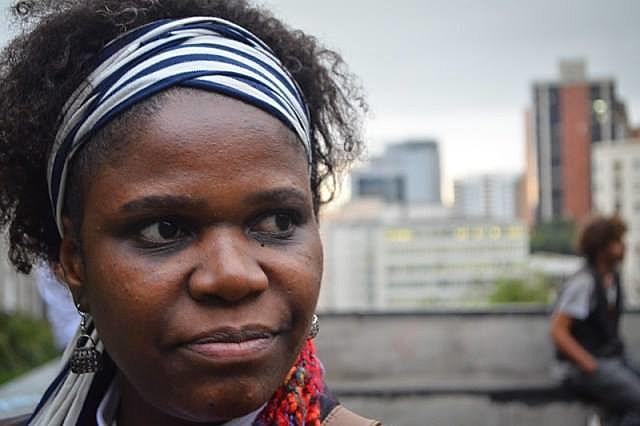 Mulher negra e da periferia, Tula encontrou refúgio na poesia