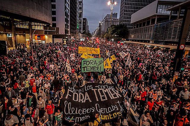 """Manifestação """"Fora, Temer"""" que reuniu 100 mil pessoas em São Paulo (SP) no último dia 4"""