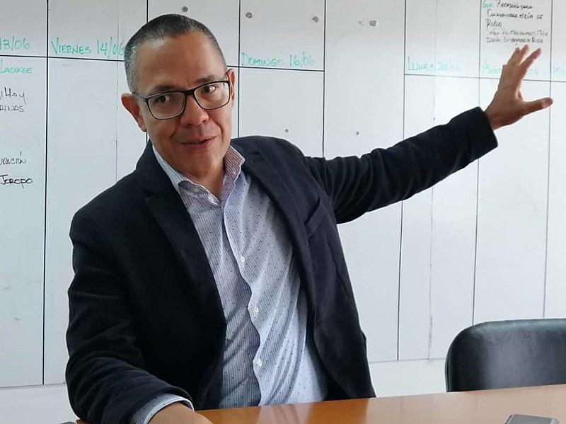 Ministro Ernesto Villegas tratou das dificuldades de produção cultural em um país sob embargo