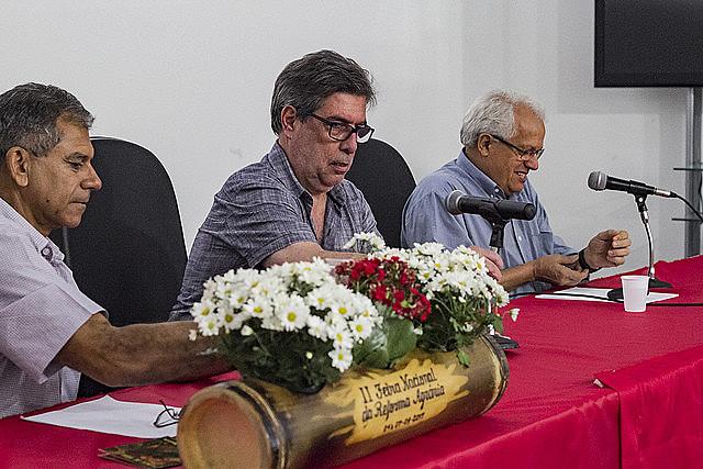 """Participantes en el seminario """"El aumento de la Miseria en Brasil"""", este domingo (7), en el Parque Água Branca"""