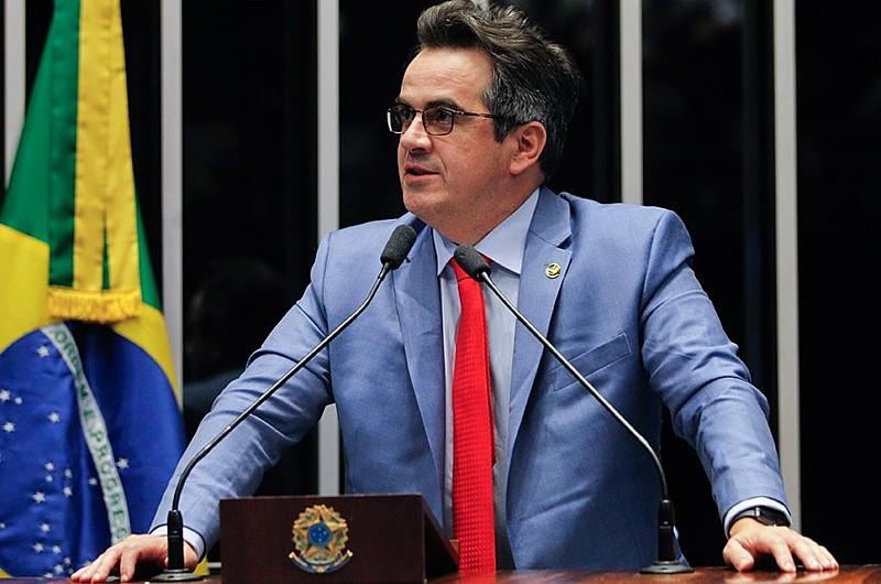 Senador Ciro Nogueira (PP-PI) em sessão do Senado durante processo de impeachment