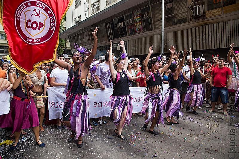 Bloco Comuna que Pariu apresenta em seu samba enredo forte crítica à homofobia