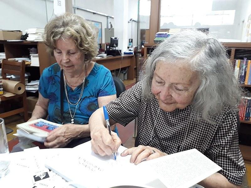 """No mês de dezembro, a fluminense lançou o livro """"Desenhos da Resistência"""" na livraria Expressão Popular, em São Paulo (SP)"""
