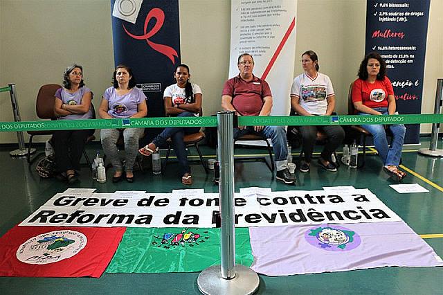 Greve de fome em Brasília reuniu membros do Movimento dos Pequenos Agricultores (MPA) e do Movimento de Mulheres Camponesas (MMC)