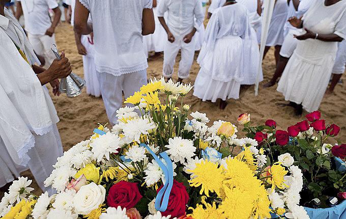 O sacrifício de animais é praticado em diversas religiões, como na umbanda, candomblé, islamismo e judaísmo
