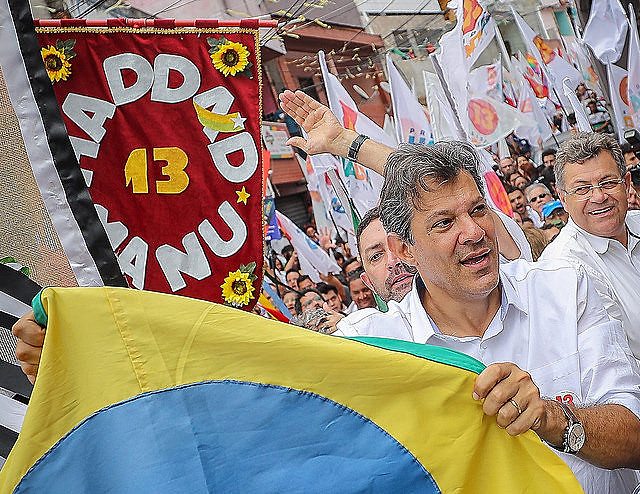 Haddad took part in the last campaign rally in the Heliópolis slums, in São Paulo