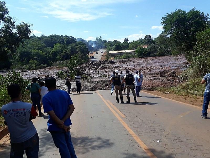 Rompimento da barragem de Brumadinho (MG) deixou população em alerta e provocou evacuação de bairros
