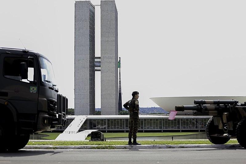Entender o significado da volta dos militares ao centro da política é um dos desafios da esquerda brasileira