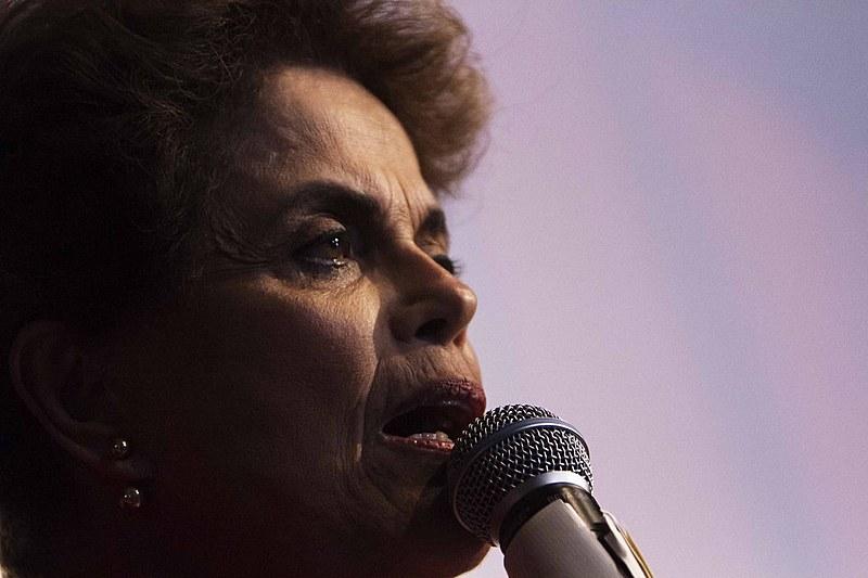 """Dilma reforçou a intenção velada dos atores políticos do golpe em impedir as investigações sobre esquemas de corrupção no pais, """"estancando a sangria"""""""