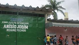 Entrada do Complexo Penitenciário Anísio Jobim, em Manaus