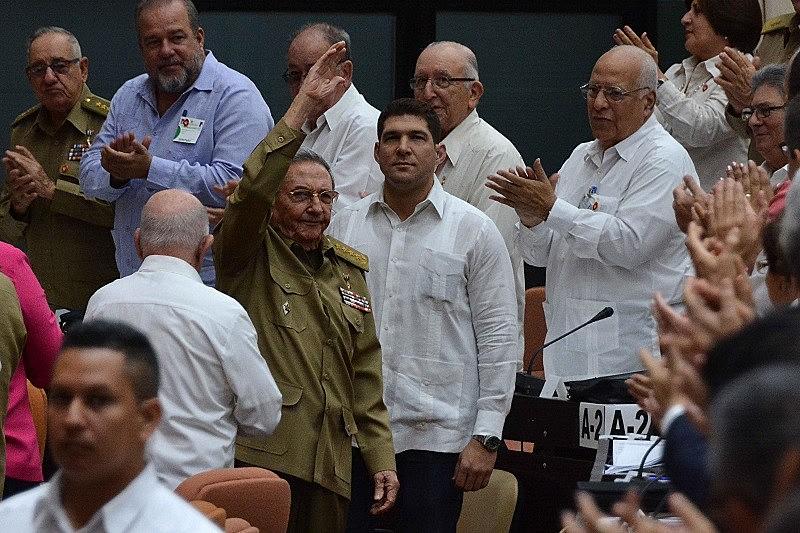 Raúl Castro, de 86 anos, presidirá  comissão para reformar Constituição adotada em 1976 durante a Guerra Fria