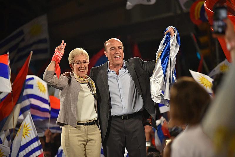 Daniel Martínez, da coalizão de esquerda Frente Ampla, foi o mais votado no primeiro turno