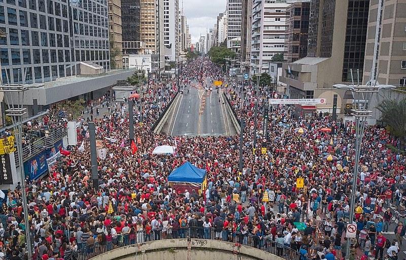 Festival Lula Livre aconteceu na Avenida Paulista, que fica aberta para a população aos domingos