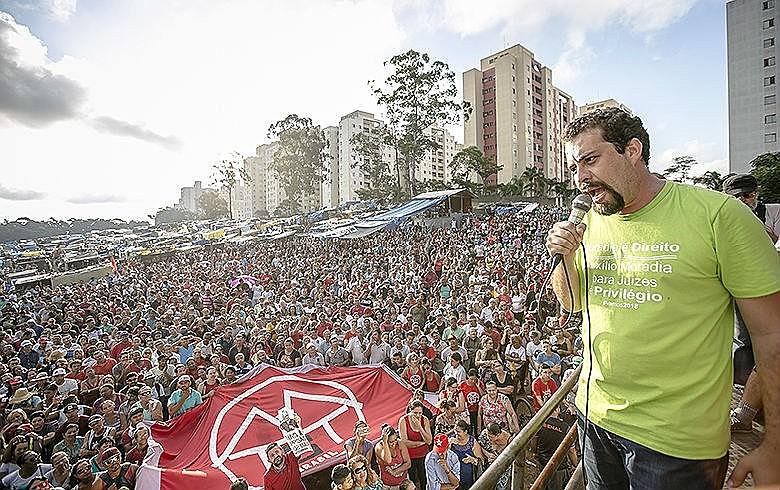 """""""Se o Brasil fosse um país justo, não precisaríamos ocupar para ter moradia"""", afirmou Boulos"""
