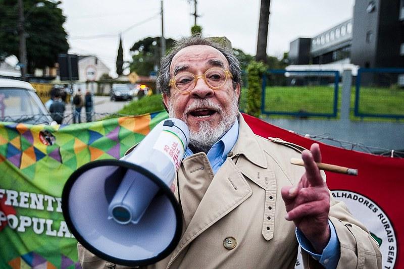 Moraisvisitou a Vigília Lula Livre, em frente à Superintendência da Polícia Federal, onde o ex-presidente Lula está preso há 188 dias
