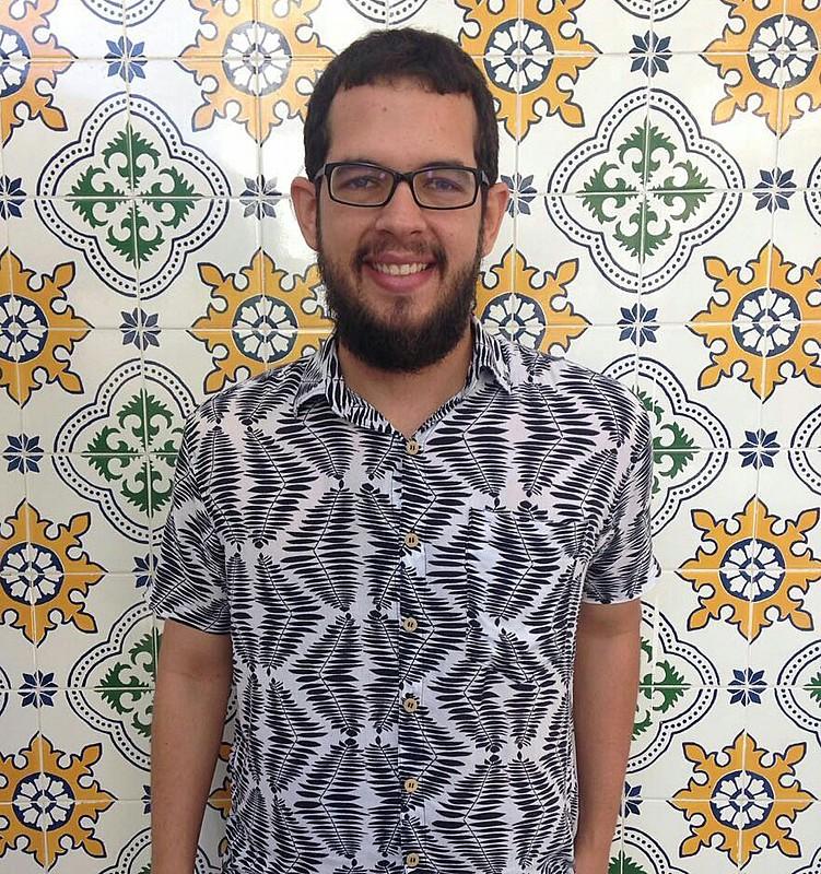 Roberto Efrem Filho - ou Beto, como gosta - é do Recife e, vez ou outra, desajeita-se na palavra.