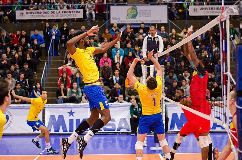 Na última partida da primeira fase, Brasil fez 3 sets a 0 sobre a Colômbia