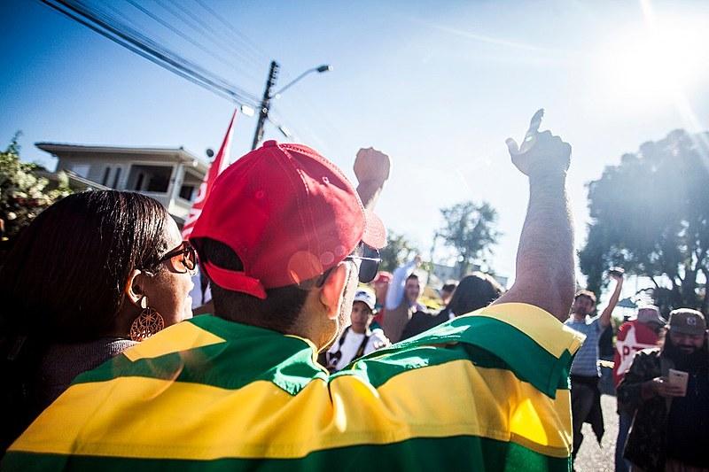 """""""Nosso único objetivo é defender o presidente Lula e tentar sair daqui com ele solto"""", conta Joabe Mendes de Oliveira, liderança do MST"""