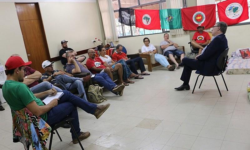 Militantes em greve de fome reunidos com parceiros durante estada em Centro Cultural de Brasília (CCB), onde foram acolhidos