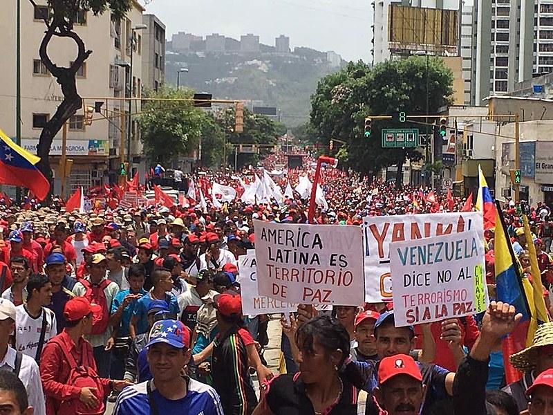 Marcha de chavistas em Caracas, capital venezuelana, em abril deste ano