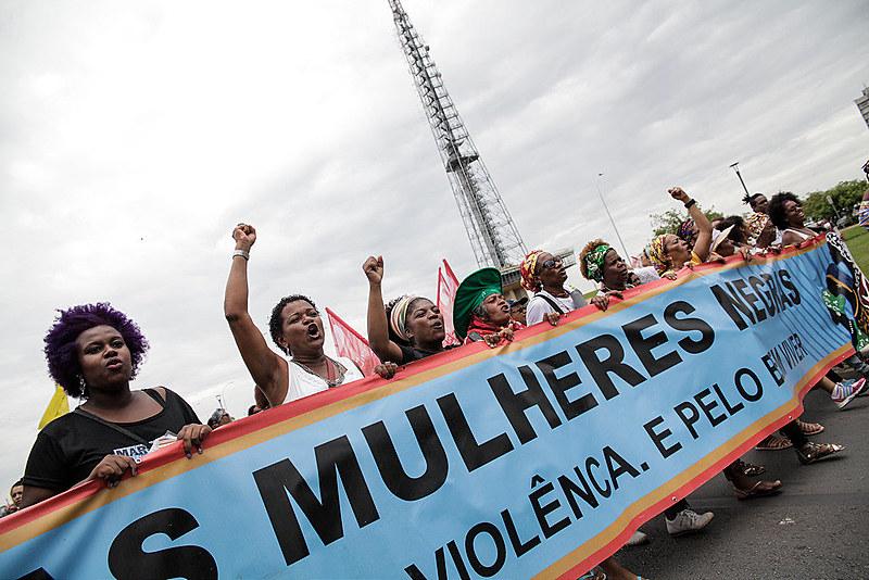 Feminicídio de mulheres negras no Brasil aumentou 54% em dez anos, segundo estudo da Flacso