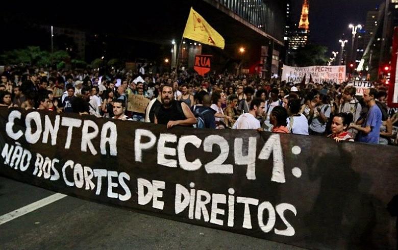Manifestação contra PEC 241, na Avenida Paulista, em São Paulo