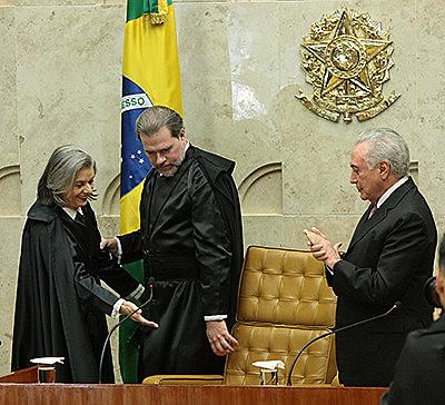Ministro será o mais jovem a assumir posto. Ele substitui Carmén Lúcia (à esq.)