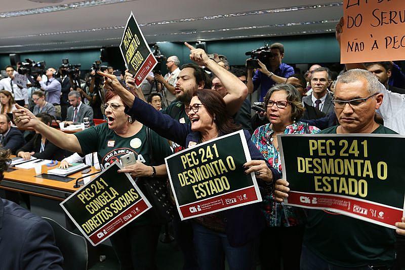 Protesto na última quinta (6), quando a Comissão Especial aprovou a PEC 241