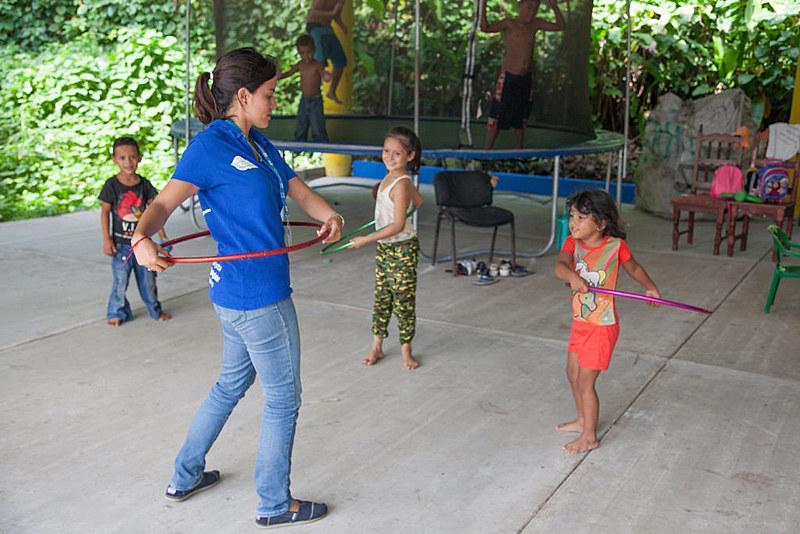 Crianças centro-americanas brincam em centro de apoio do ACNUR no México; violência na região tem aumentado, mas crise segue ignorada
