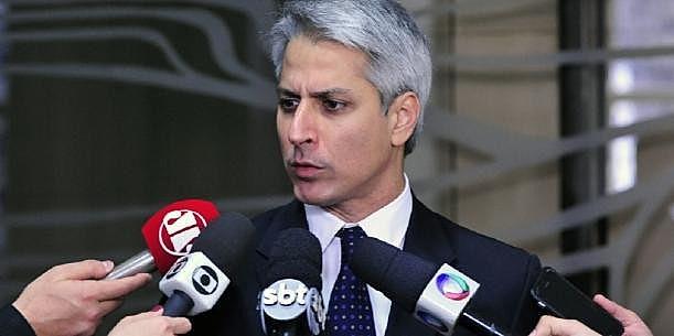 Líder da oposição na Câmara, Alessandro Molon (PSB-RJ), durante coletiva de imprensa