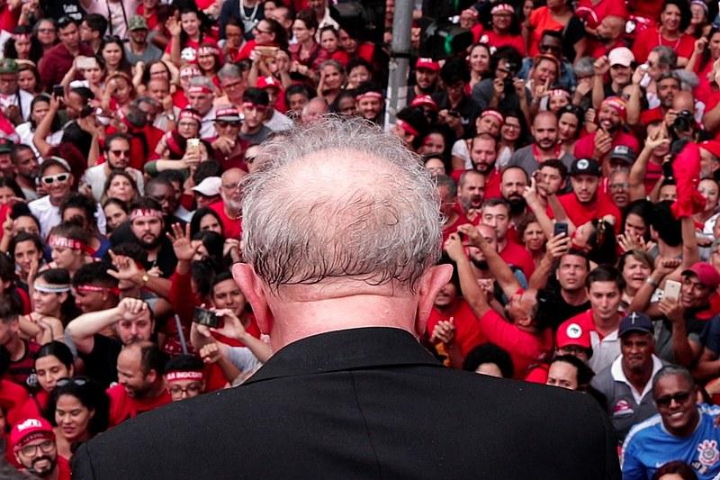 Ex-presidente Lula discursa em frente ao Sindicato dos Metalúrgicos de São Bernardo do Campo (SP)