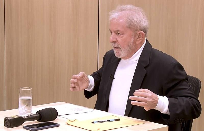 Ex-presidente Lula durante entrevista aos jornalistas Mino Carta e Sérgio Lirio, da Carta Capital