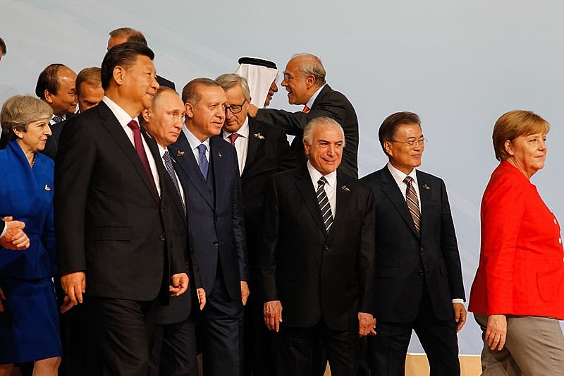 Temer beira o ridículo em suas incursões no exterior. Na imagem, o ilegítimo na Cúpula do G20 em Hamburgo, na Alemanha