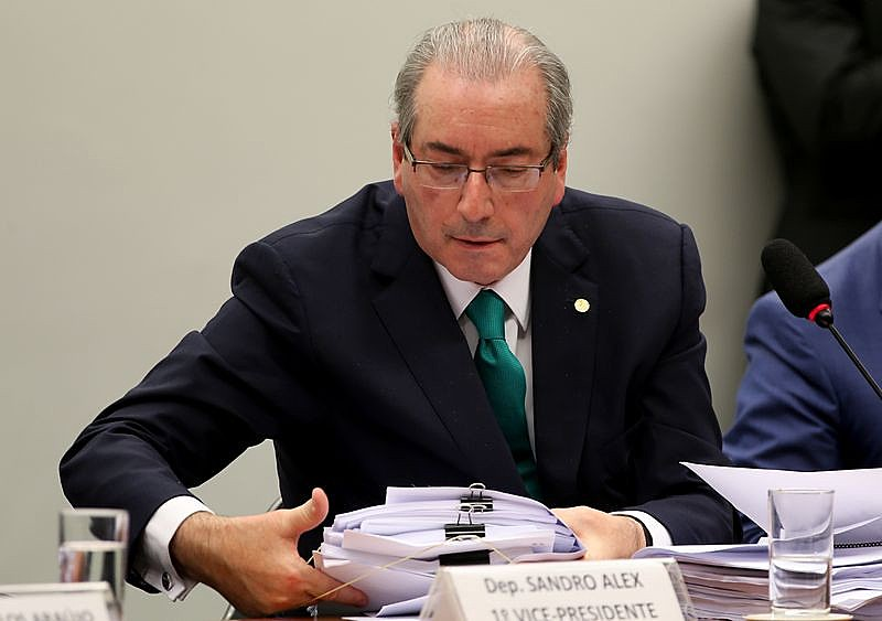Cunha é investigado por possuir contas não oficializadas no exterior