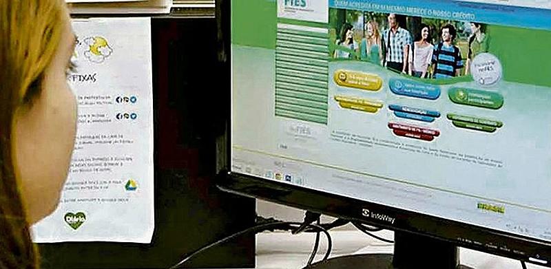 A manutenção do contrato pode ser feito pelo site sisfiesportal.mec.gov.br
