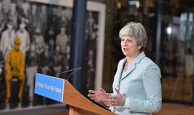 Líder do partido Trabalhista, Jeremy Corbyn, de oposição, exigiu a renúncia de May e a convocação de eleições gerais