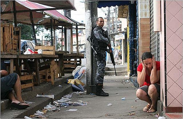 Intervención federal militar en Seguridad Pública cumplió 4 meses en el estado de Rio de Janeiro con 36% de aumento en el número de tiroteo