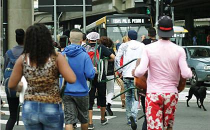 Estudantes saíram da Avenida Paulista e desceram pela Avenida Brigadeiro Luís Antônio, até a Assembleia Legislativa paulista, onde exigiram a instalação de uma CPI na Casa para investigar a máfia da merenda.