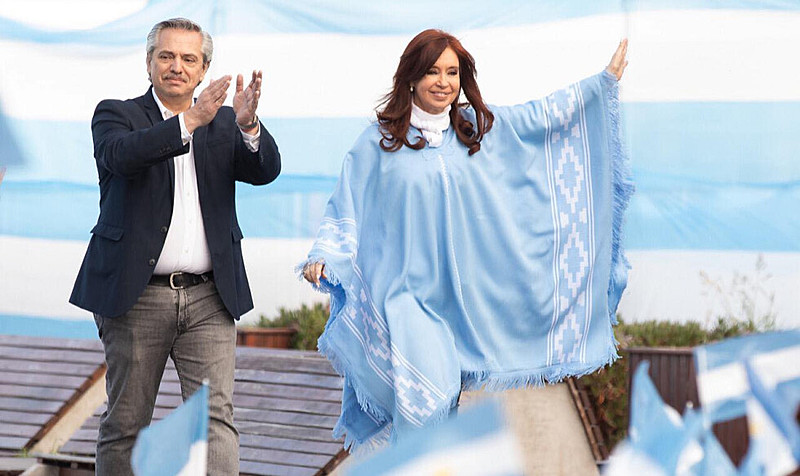 Fernández, cabeça na chapa peronista com Kirchner, chega ao dia de votação com grandes chances de abrir 10 pontos de diferença sobre o rival